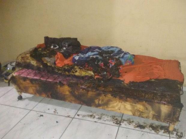 Homens invadem casa, ateiam fogo em cama e fogem em Jundiaí (Foto: Polícia Militar/Divulgação)