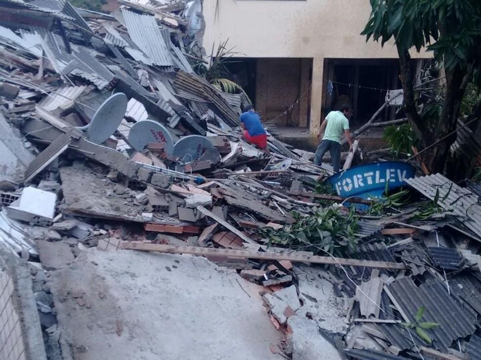 Pelo menos três pessoas estavam no edifício no momento do acidente (Foto: Allan Gustavo/Divulgação)
