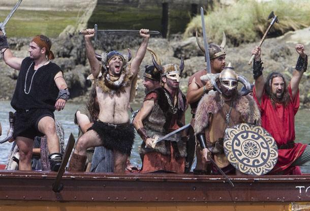 O Festival acontece no primeiro domingo de agosto, comemora os ataques vikings na costa noroeste da Espanha, cerca de 1000 anos atrás. (Foto: Lalo R. Villar/AP)