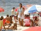 Daniella Sarahyba vai à praia com a filha no Rio