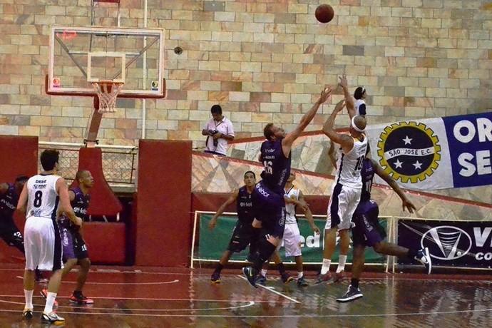 São José Mogi NBB Jefferson William (Foto: Arthur Costa/GloboEsporte.com)