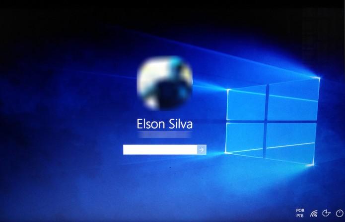 Windows 10 chegou com papel de parede com logo do sistema que não agradou alguns usuários (Foto: Reprodução/Elson de Souza) (Foto: Windows 10 chegou com papel de parede com logo do sistema que não agradou alguns usuários (Foto: Reprodução/Elson de Souza))