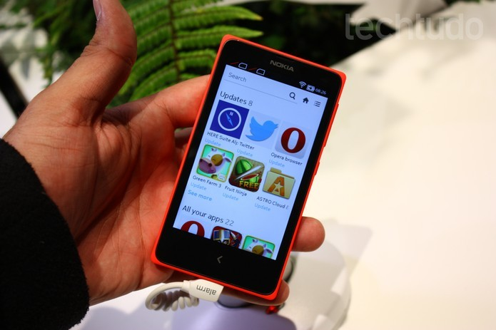 Primeiras impressões do Nokia X, modelo da Nokia com Android (Foto: Allan Melo/ TechTudo)