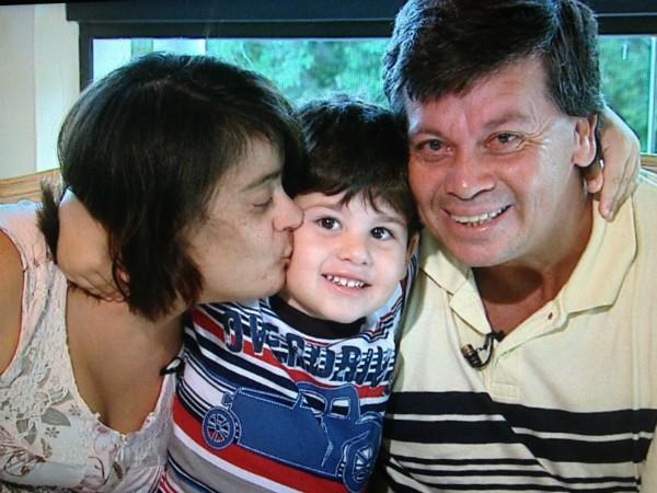 Cintia tem Síndrome de Down e Miguel, distúrbio mental leve; o filho deles nasceu sem nenhum distúrbio (Foto: Reprodução/RBS TV)