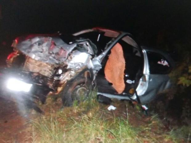 Corsa também ficou destruído após colisão com Chevette (Foto: PMRv/Divulgação)