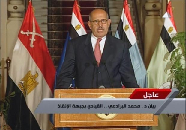 Líder da Frente de Salvação Nacional do Egito, Mohamed, El Baradei, faz pronunciamento na TV egípcia  (Foto: AFP)