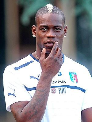 Mario Balotelli no treino da seleção da Itália (Foto: EFE)