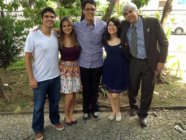Waldo Ramalho, Camila Laurentino, Hélio Lemos, Juliana Rogge e o professor Artur Stamford (Foto: Waldo Ramalho / Arquivo pessoal)