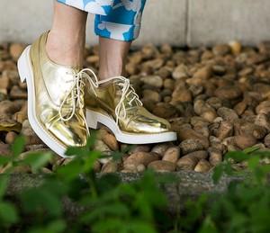 Sapato metalizado é trend! (Foto: Inácio Moraes / Gshow)
