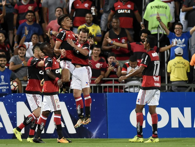 Comemoração gol Paquetá Flamengo Chapecoense Copa Sul-Americana