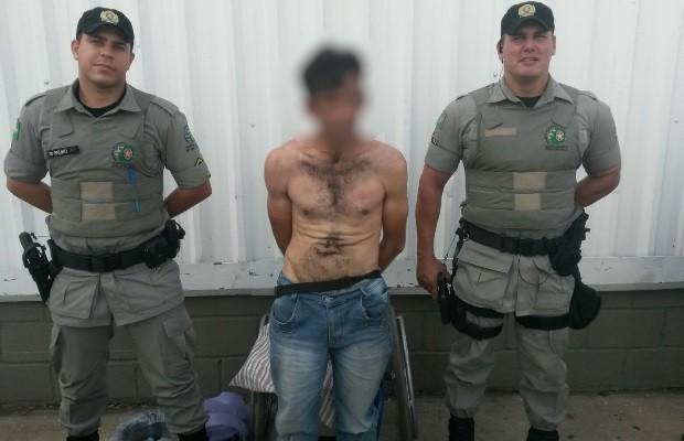 Homem em cadeira de rodas é preso por furtar itens de R$ 1,2 mil em loja em Goiás (Foto: Divulgação/PM)