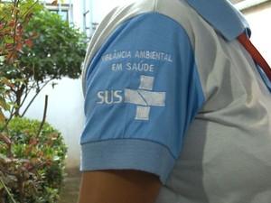 Agente foi abordada pelo morador ao assinar ficha de inspeção (Foto: Reprodução/ TV Gazeta)