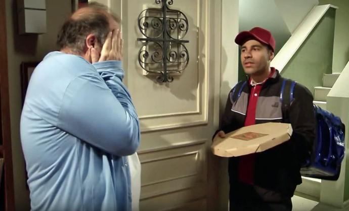 Zorra deste sábado, 3/9, mostra como seria a entrega ideal das pizzas (Foto: TV Globo)