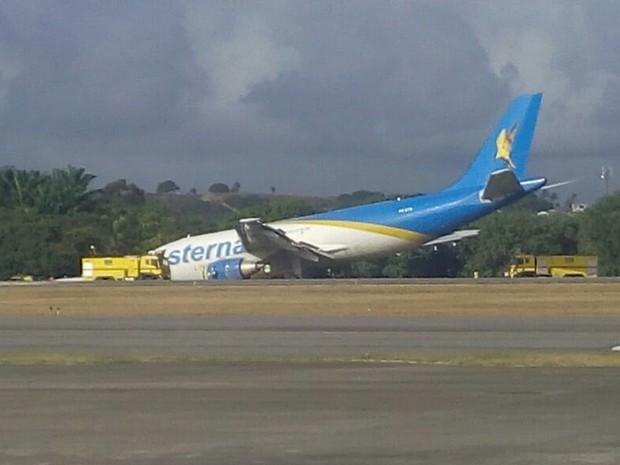 Avião fez pouso forçado no Recife (Foto: José Francisco/ Reprpdução WhatsApp)