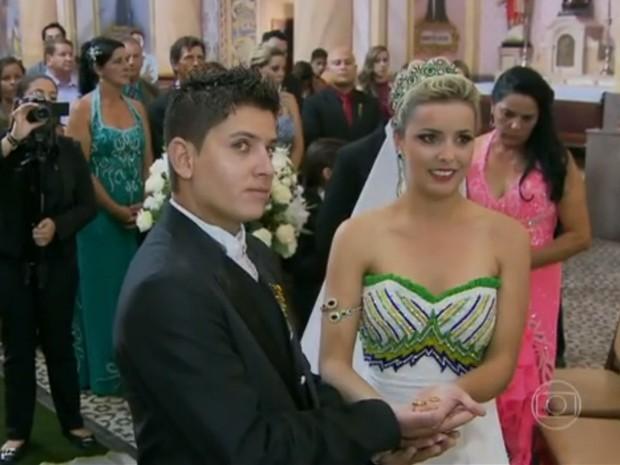 Priscila casou com vestido inusitado e surpreendeu o noivo (Foto: Encontro com Fátima Bernardes/TV Globo)