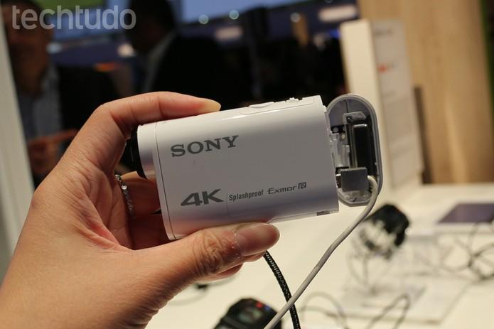 A 4K Action Cam FDR-X100V é uma filmadora voltada para os amantes de esportes (Foto: Isadora Díaz/TechTudo)
