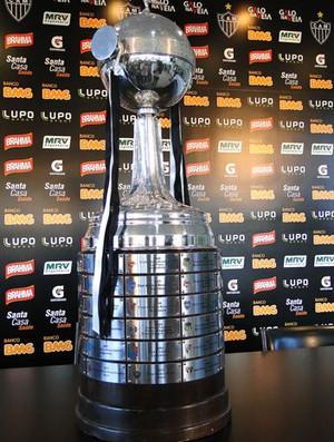 taça da Libertadores no Atlético-MG (Foto: Léo Simonini)