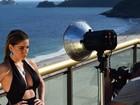 Luma Costa posa sensual e descarta plásticas: 'Desencanei da perfeição'