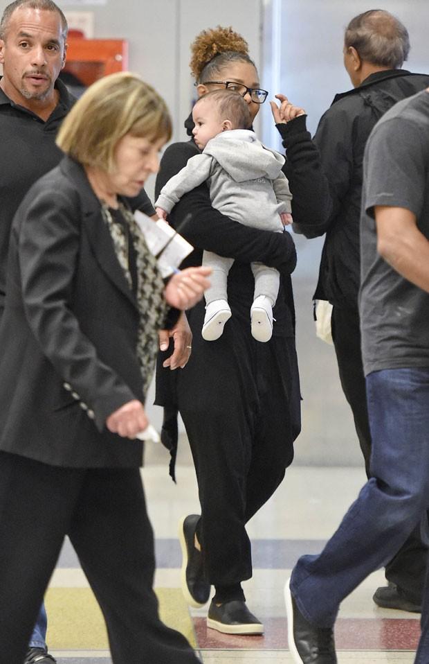 Janet Jackson e o filho (Foto: The Grosby Group)