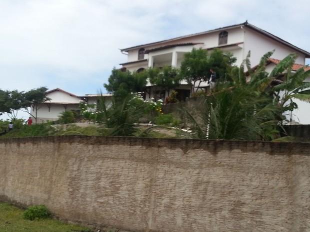 Casa onde dupla realizou arrastão fica na praia de Barra do Rio, no litoral Norte do RN (Foto: Kleber Teixeira/Inter TV Cabugi)