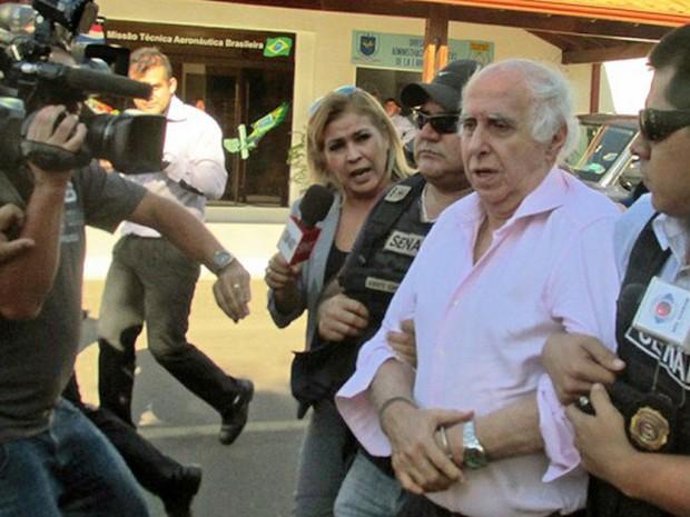 Abdelmassih chegou a São Paulo escoltado pela Polícia Federal desde Foz do Iguaçu, no Paraná. Ainda por volta das 16h30, ele passava por exame de corpo de delito por peritos do Instituto Médico Legal (IML) no próprio aeroporto. (Foto: Divulgação/Secretaria Nacional Antidrogas do Paraguai)