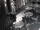 Câmeras flagram ladrão nu roubando bar em Taiwan