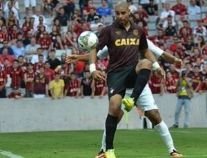 Adriano Imperador, do Atlético-PR, na Arena da Baixada (Foto: Site oficial do Atlético-PR/Divulgação)