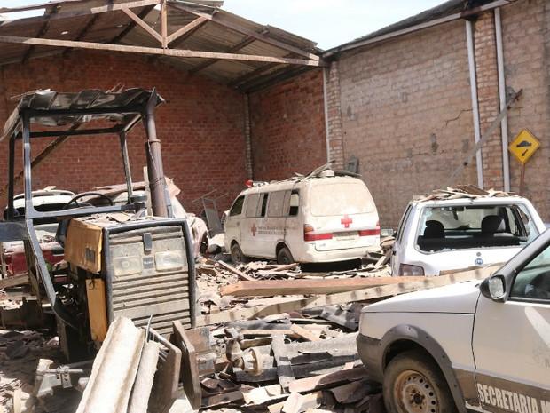 Frota d eveículos foi atingida e sofreu danos (Foto: Dani Olivera/Jornal A Nossa Voz)