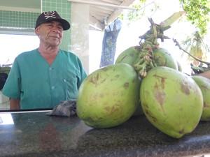 José Mariano, de 60 anos, saiu de Alagoas para trabalhar no litoral de SP (Foto: Mariane Rossi/G1)
