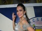 Daniela Albuquerque usa look com transparência em noite de samba