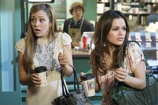 Tudo bem que quem nasceu Taylor (Autumn Reeser) jamais será Marissa (Mischa Barton), mas mesmo assim, não tem como não se afeiçoar - pelo menos um pouquinho - com a personagem de 'The OC'. Ela e Summer (Rachel Bilson) formaram um ótima dupla. (Foto: Divulgação)