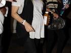 Grávida, Fergie mostra estilo em passeio por Los Angeles