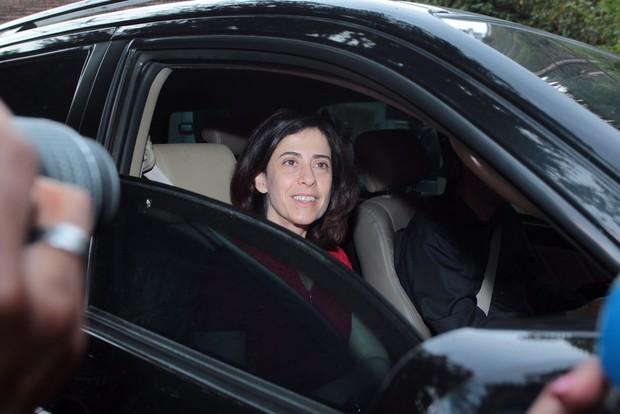 Fernanda Torres chega para o casamento de Pedro Bial (Foto: Marcello Sá Barreto / AgNews)