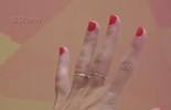 Tirar esmalte do dedo com cola funciona? Gshow testou