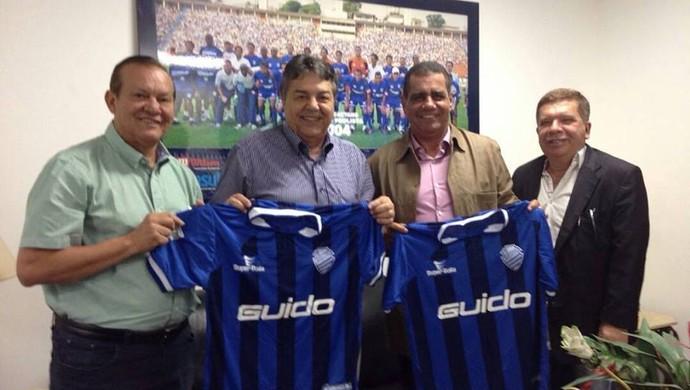 Dirigentes do CSA se encontram com presidente do São Caetano (Foto: Assessoria/CSA)
