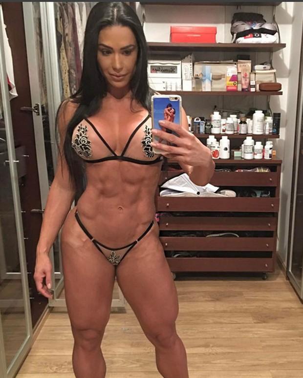 Gracyanne Barbosaposa de lingerie para selfie (Foto: Instagram/ Reprodução)