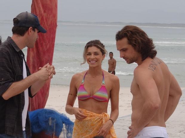 Grazi e Igor sob a batuta do diretor Thiago Teitebroit (Foto: Flor do Caribe/TV Globo)