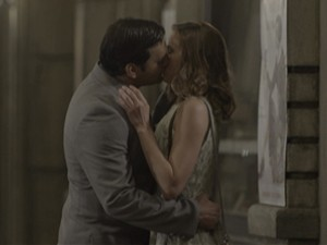 Aderbal beija Hilda (Foto: Joia Rara/TV Globo)