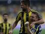 Diego desencanta no Turco, e Fenerbahçe assume a liderança