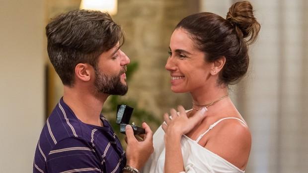 Sol Nascente: Mario volta e pede Alice em casamento! (Artur Meninea / Gshow)