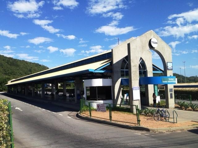 Funcionários do terminal foram assaltados por volta das 4h30 da manhã desta segunda (10) (Foto: Naim Campos/RBS TV)