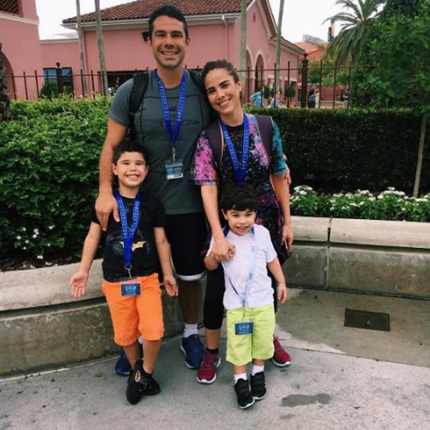 Wanessa Camargo com o marido e os filhos em Orlando (Foto: Reprodução/Instagram)