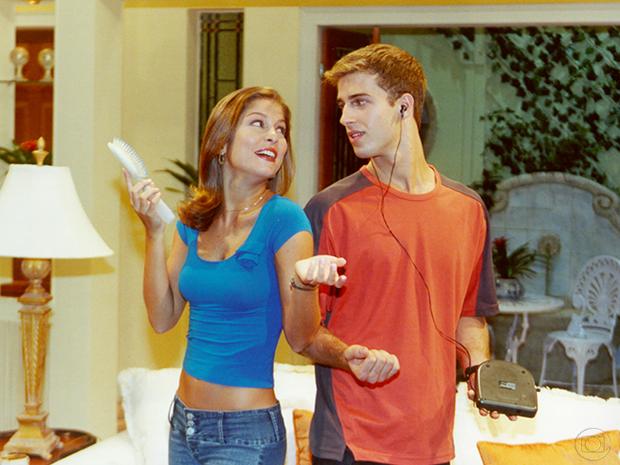 Taíssa (Bárbara Borges) e Charles (Miguel Thiré) em Malhação