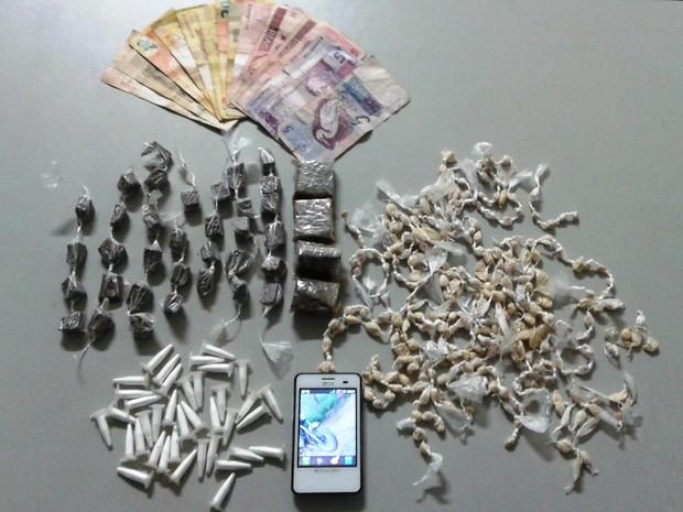 Polícia Militar apreendeu drogas em Cajati, no Vale do Ribeira (Foto: Divulgação/Polícia Militar)