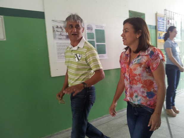 Candidato Dinoel do PV votou por volta das 11h (Foto: Mariane Rossi/G1)