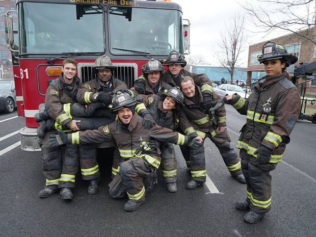 Bastidores da 4 temporada de Chicago Fire. (Foto: Universal Channel)