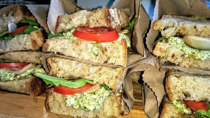 Mais tarde, os pães macios e saudáveis podem virar deliciosos sanduíches! (Foto: Divulgação/RPC)
