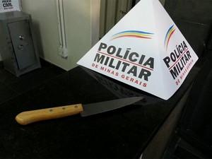 Faca homicídio Divinópolis (Foto: Anna Lúcia Silva / G1)