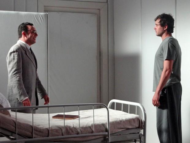 Castilho faz proposta a Caíque para tirá-lo da clínica (Foto: Hellen Couto/Gshow)
