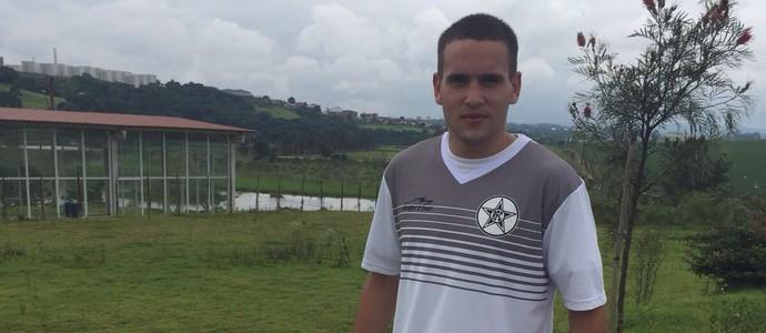 Jorge Báez chega para brigar por vaga no meio campo (Foto: Divulgação/Resende)